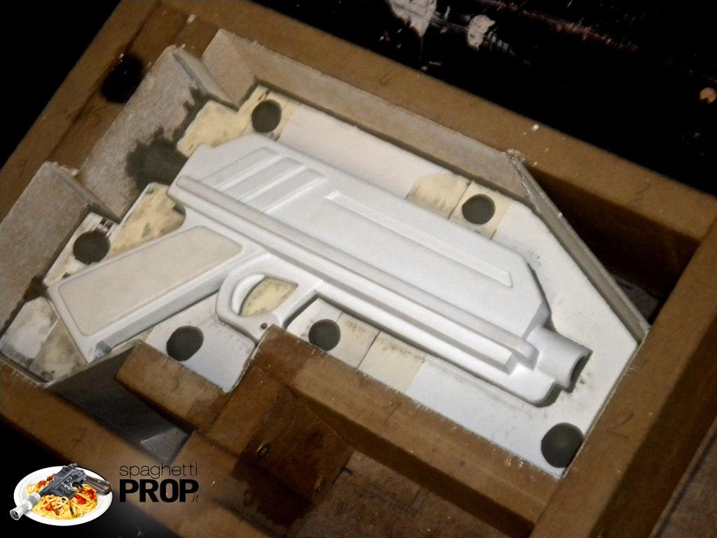 """""""Registration Keys"""" di plastilina, tasselli per riallineare le due valve"""